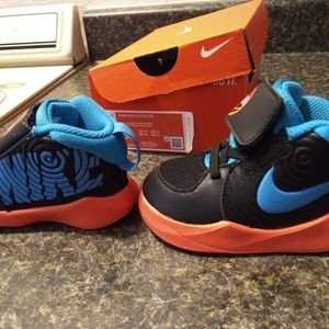 Nike Team Hustle toddler shoes